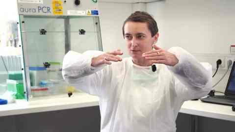 Nhà virus học nổi tiếng của Séc: COVID-19 có thể bắt nguồn từ phòng thí nghiệm