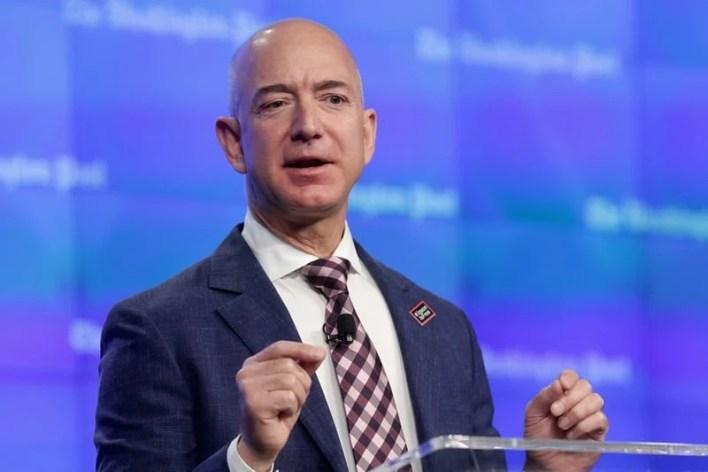 Jeff Bezos, tỷ phú tự thân