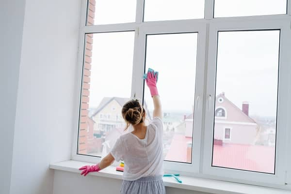 dọn dẹp nhà cửa, lau kính
