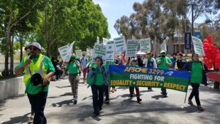 AFSCME Local 3299 members on strike in UCSD. (Matthew Rom-Toribio / The Triton)