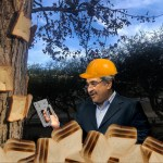 Photo of Khosla photshopped wearing a hat near a tree with bread stapled on it