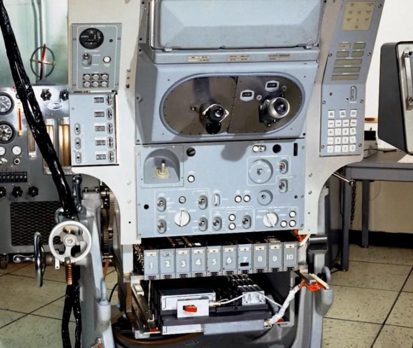 Máy tính Apollo nặng 70 pound
