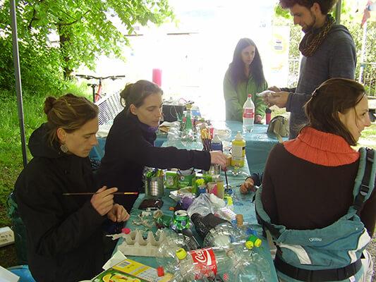 L'atelier de fabrication d'objets/ jouets à partir de déchets récupérés
