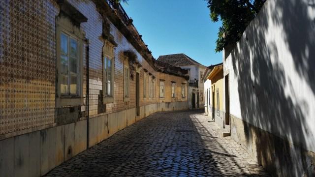 Faro strolling through old town