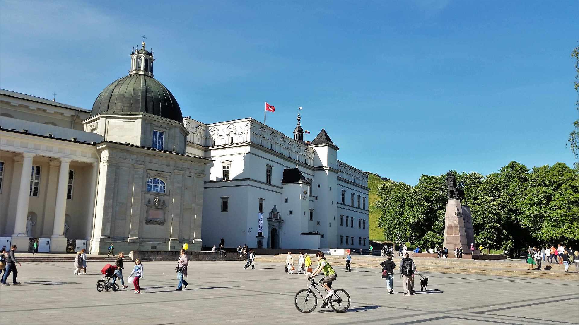Cathedral square - Vilnius - trivo.ro