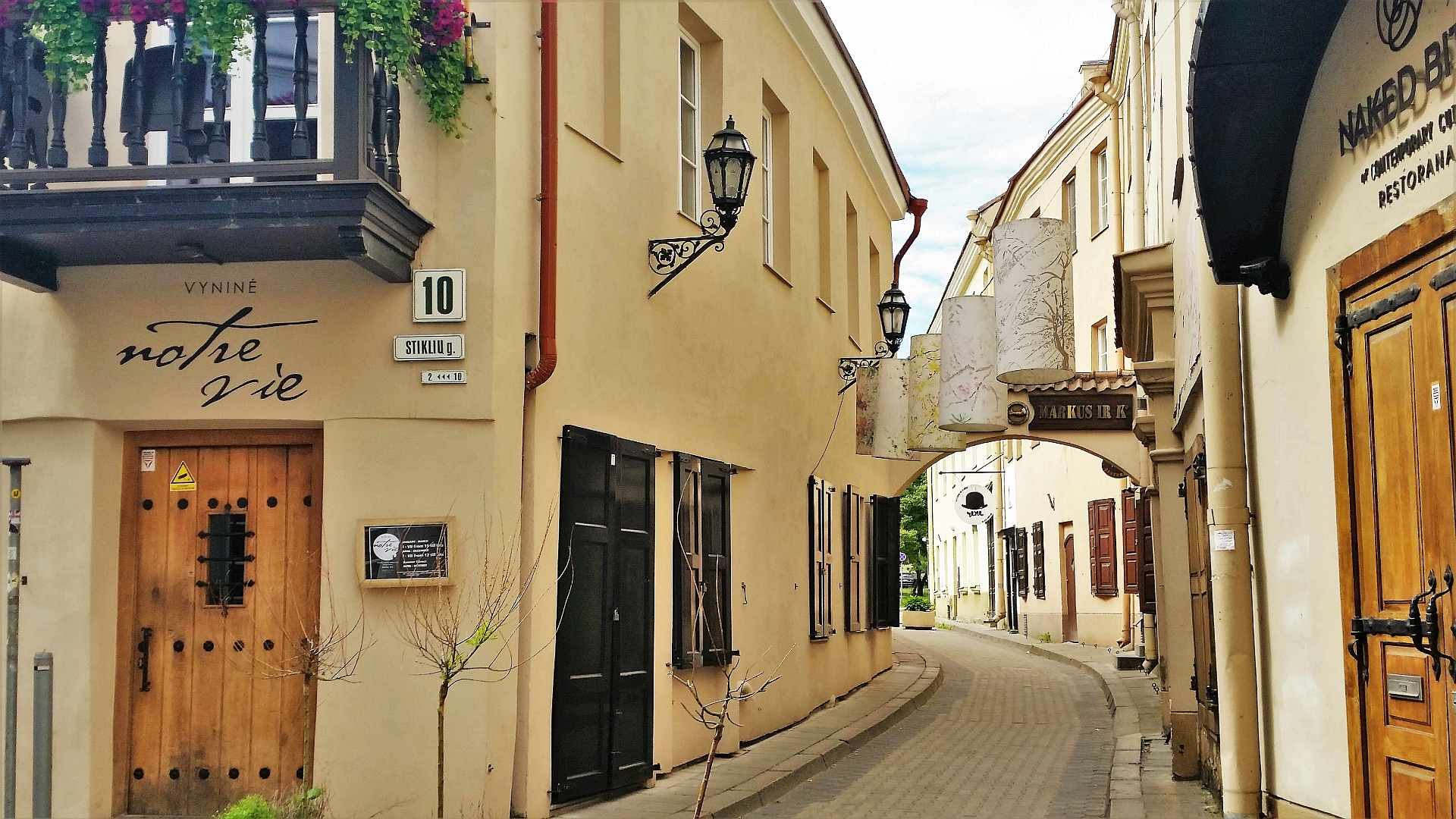 Street in old town of Vilnius - trivo.ro