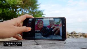 Sekali-kali selfie sukaesih out of the box