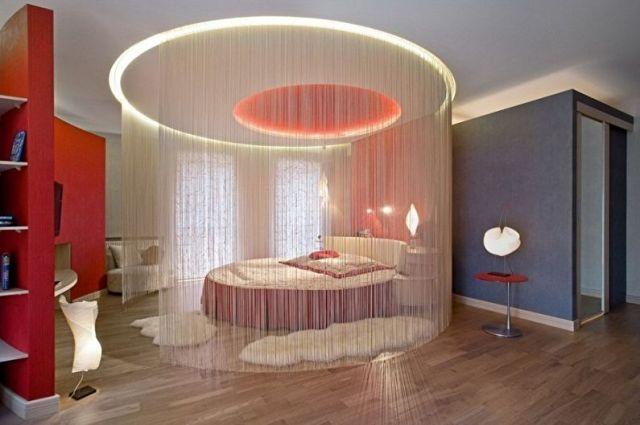 Yatak odasında yuvarlak yatak - Özellikler