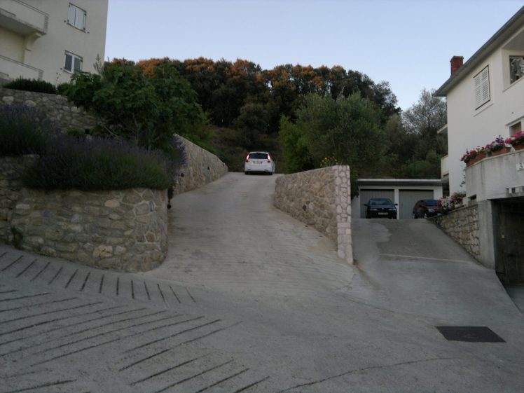 Way to the house