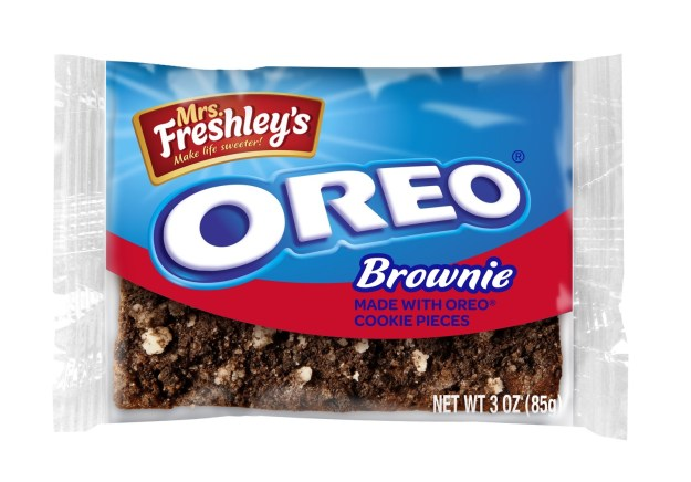 Award-winning snack brand Mrs. Freshley's and OREO® Cookies have joined forces to introduce Mrs. Freshley's Brownie Made with OREO® Cookie Pieces (PRNewsfoto/Mrs. Freshley's)