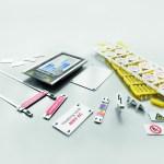 označí svorky, vodiče a kabely, stejně jako ukazatele na zařízeních a štítky