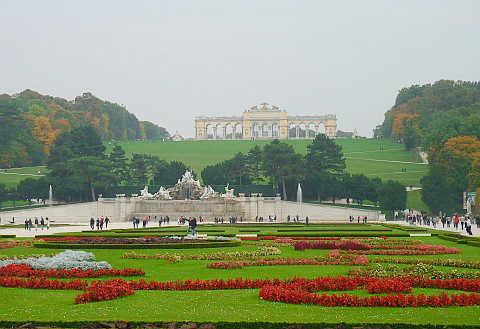 Toàn cảnh Vườn hoàng gia Schönbrunn.