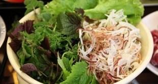 Các loại ký sinh trùng phổ biến trong rau sống là: giun kim, giun móc, giun tóc, trứng giun đũa chó, sán lá gan, ký sinh trùng amip gây bệnh lỵ.