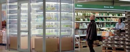 Khách hàng có thể lựa chọn những loại rau cho mình ngay tại khu trang trại mini
