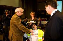 Rob Jaspers (De Gelderlander) bij bijeenkomst waar Balkenende door Makkers Unlimited een doventolk krijgt