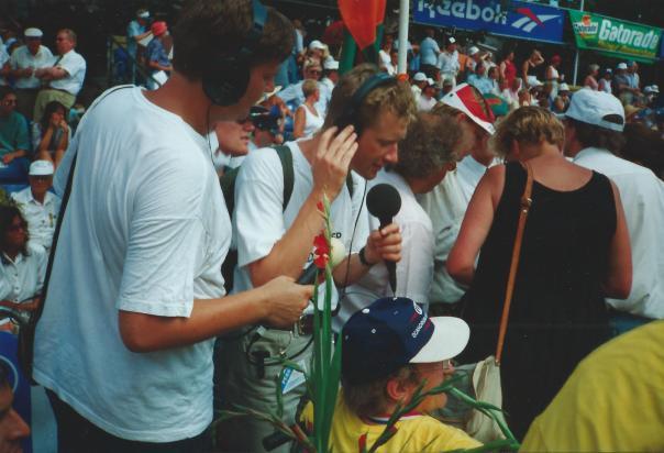 Johan Dibbits radio 1 en Paul van Gessel Omroep Gelderland bij de finisch