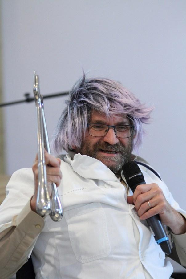 De dokter met gipsschaar