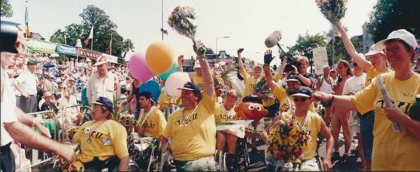intocht 1995 (foto  Eirk Hullenaar Voorpagina Gelderlander