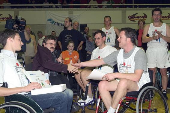 2004 Basketbalwedstrijd Almere ontmoeting met  Rouvoet en Bos.