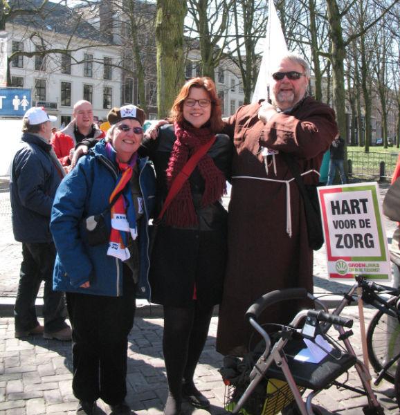 Linda Voortman Groen Links met aan haar zijde Charlie en Broeder Tuck