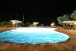 Residenza la vigna piscina di sera.jpg