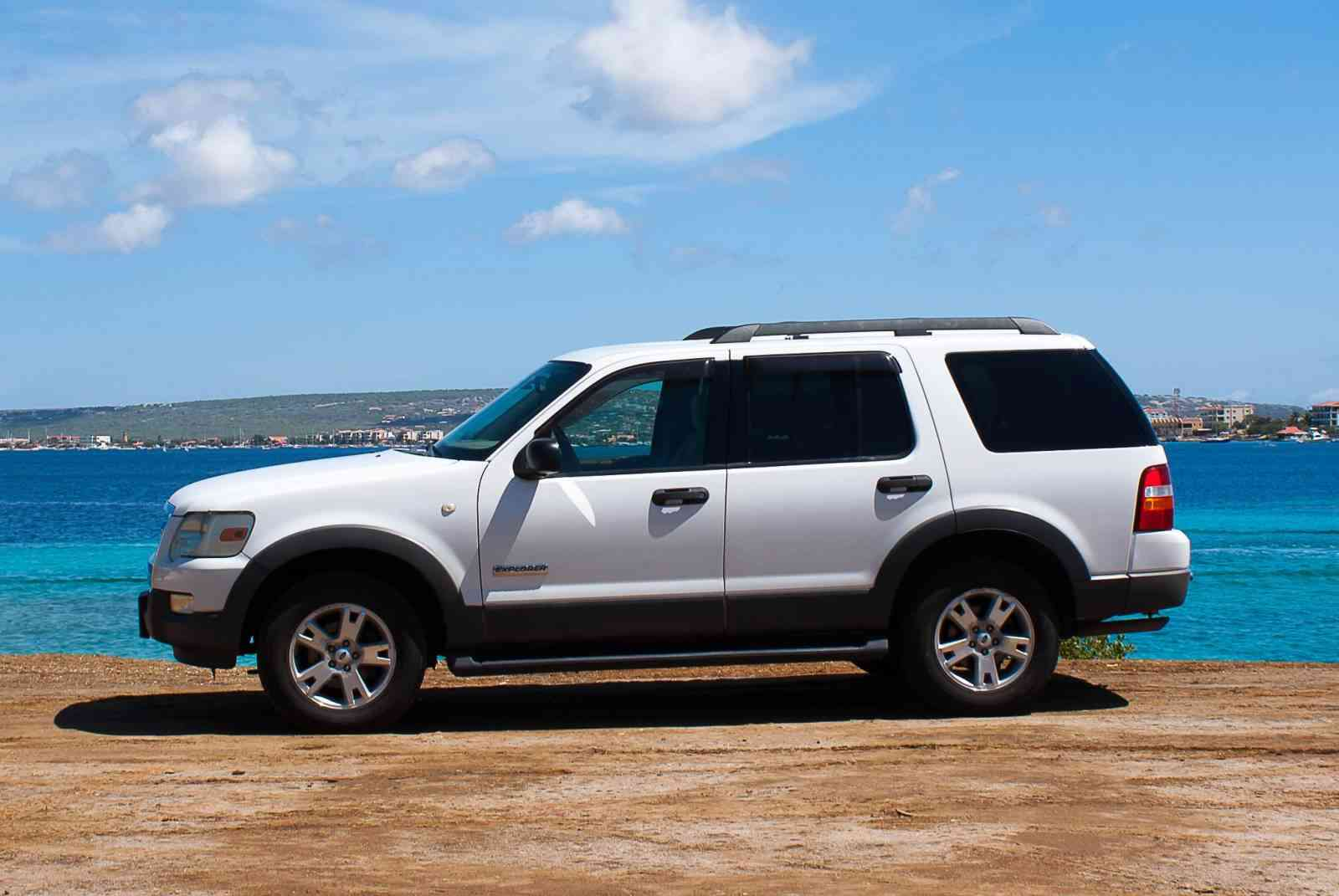 Tropical Car rental Bonaire - Ford Explorer V6 auto huren