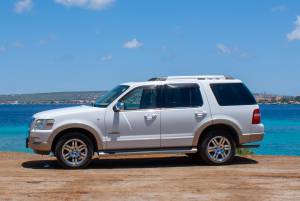 Tropical Car rental Bonaire - Ford Explorer V8 white auto huren