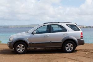 Tropical car rental Bonaire Kia Sorento grey auto huren