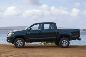 Tropical car rental Bonaire - Toyota Hilux green-overview