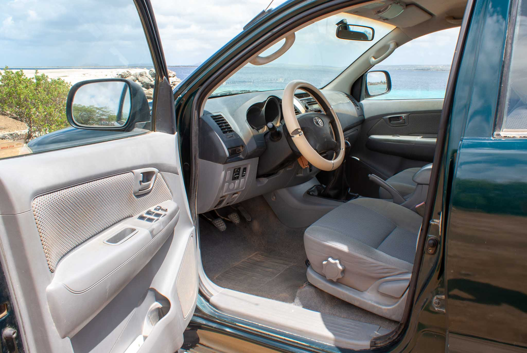 Tropical car rental Bonaire - Toyota Hilux SRV green