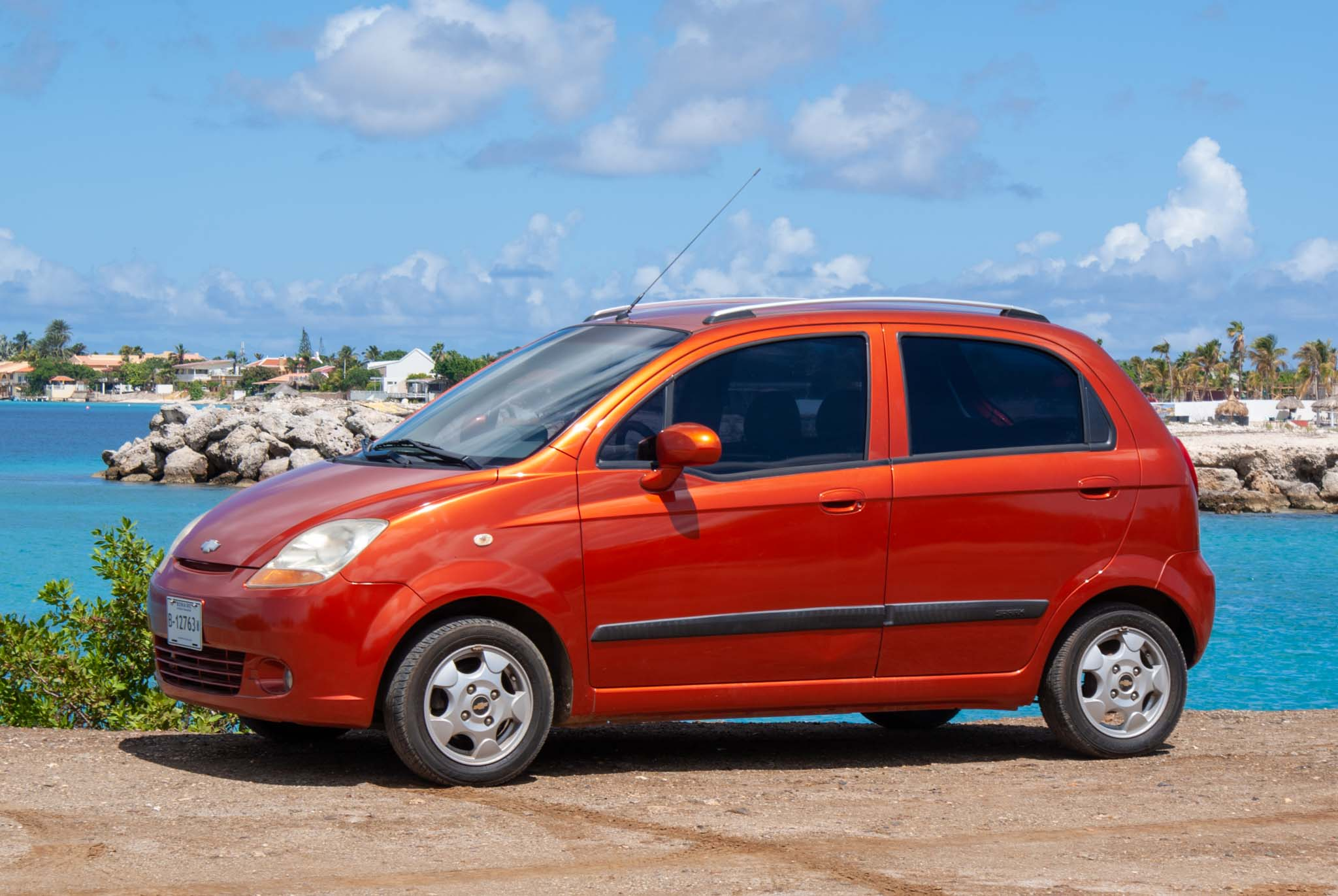 Tropical car rental Bonaire- Chevrolet Spark orang