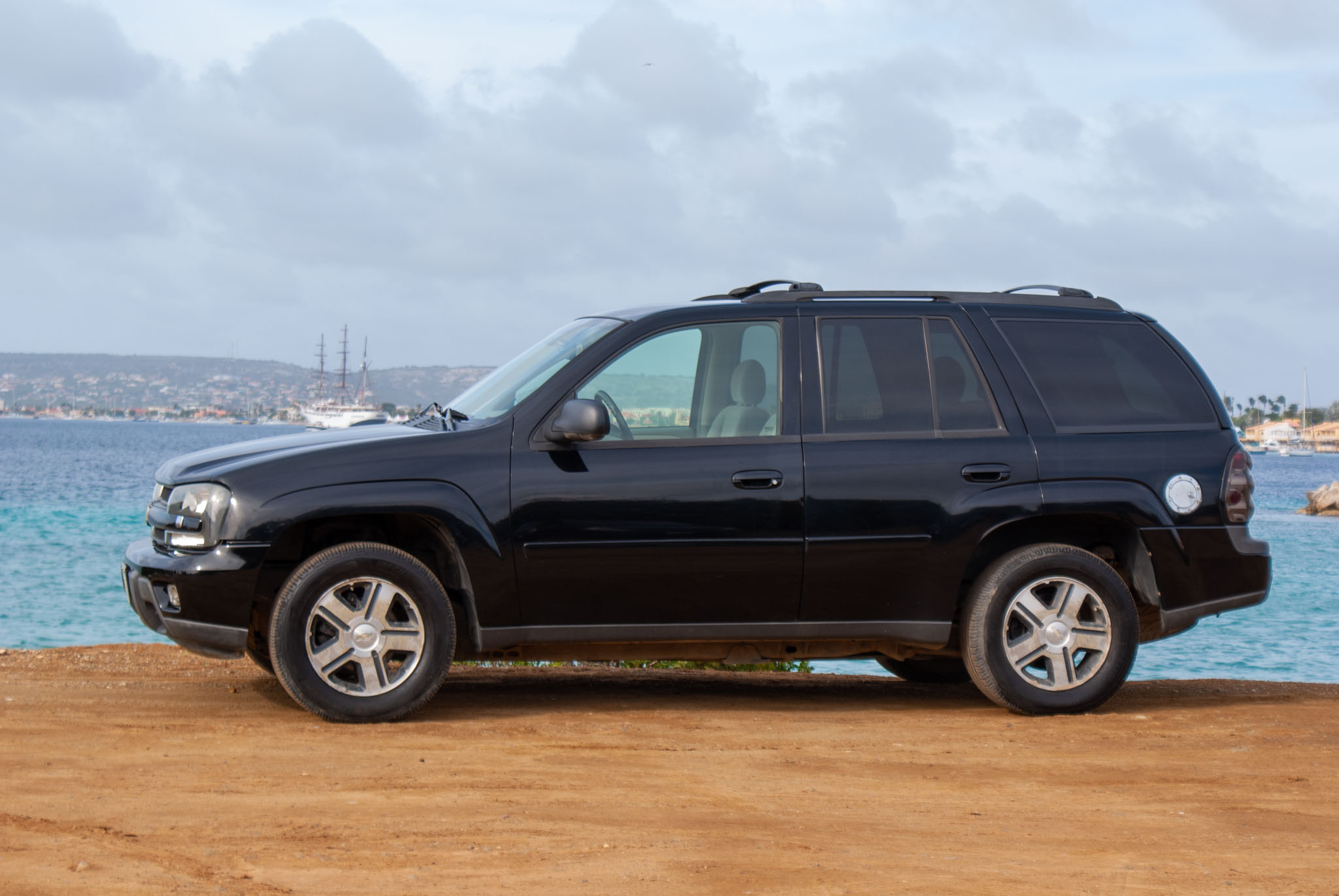 Tropical Car rental Bonaire - Chevrolet Trailblazer black for rent