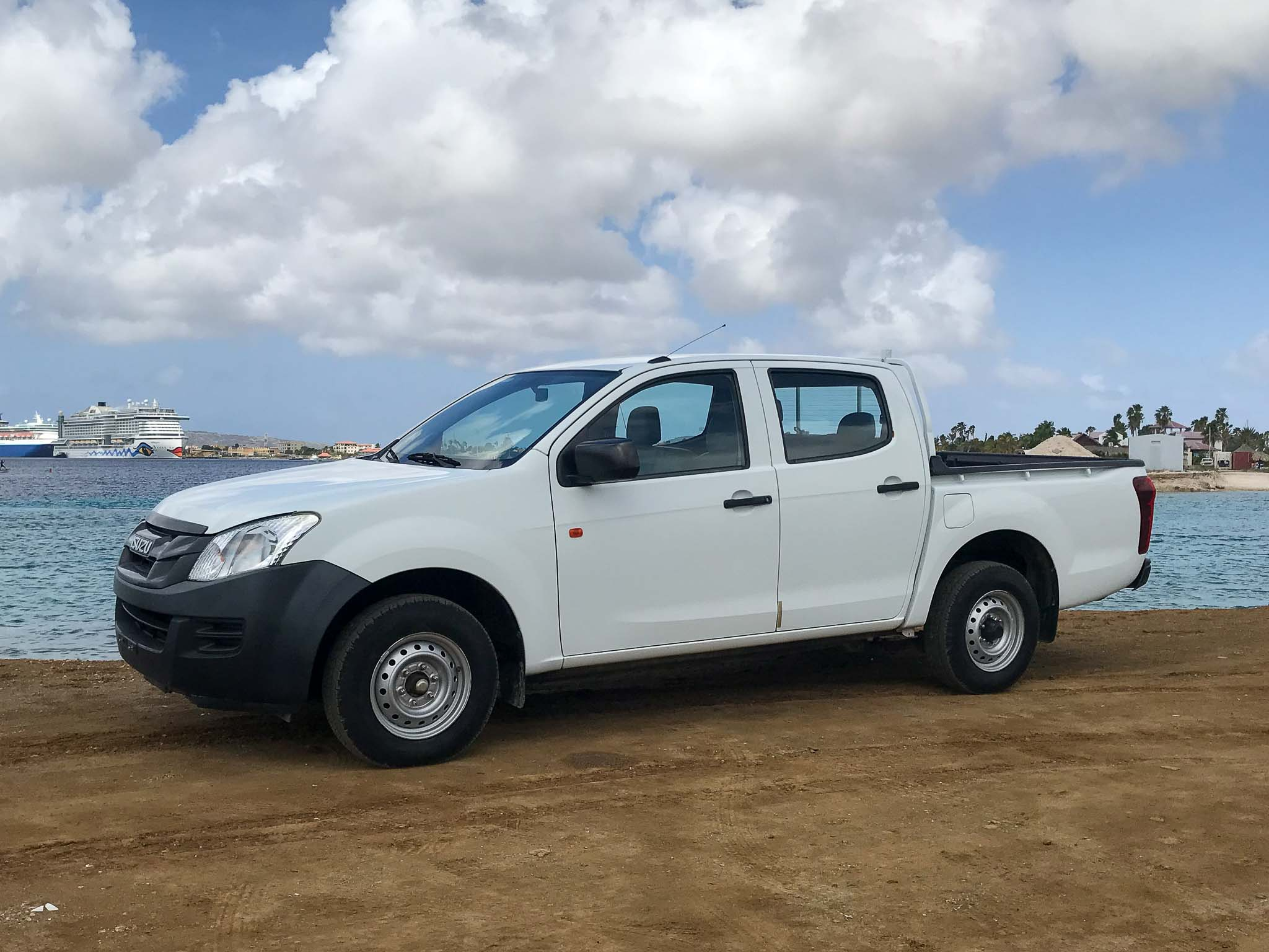 Tropical car rental Bonaire - Isuzu D-max te huur