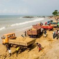 L'extraction du sable menace les habitations et l'économie en Sierra Leone