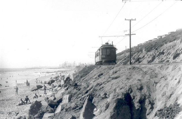Pacific Electric car through Redondo Beach, 1939 | Photo: Metro Library and Archive/Creative Commons