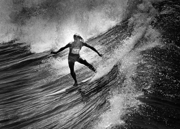 frieda surfing