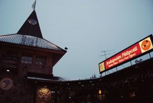 ...a w nim wioska św. Mikołaja...