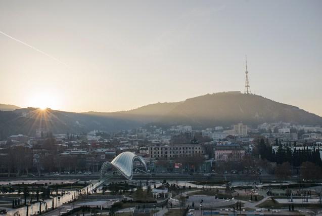 Z góry Tbilisi wygląda świetnie...