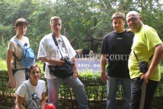 FOTO DE GRUPO EN EL PARQUE DE LOS OSOS PANDAS EN CHENGDU