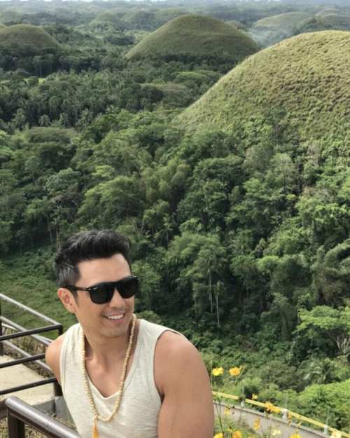 chocolate hills of bohol in the philippines