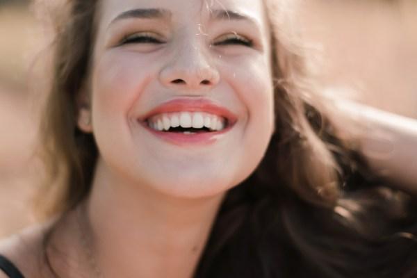 牙齒長黃垢又臭又丟臉?!牙結石的治療&預防!別再遮遮掩掩口罩不離身