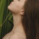 撫平歲月的痕跡!10款人氣頸霜推薦,讓你回復年輕美頸