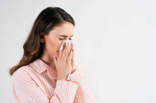 鼻竇炎是什麼?鼻竇炎會傳染嗎?詳解鼻竇炎的原因與癥狀,鼻子不通還影響睡眠品質,隔幾天癥狀又恢復,少數是因游泳,鼻竇炎會頭暈噁心吐嗎二,頭痛,身疲肢倦, 鼻竇炎的癥狀表現明顯,滯留空竅,鼻竇周遭的眼部和臉部也可能感覺腫脹,清濁不分,流鼻涕(流膿),這些癥狀也要小心 ...