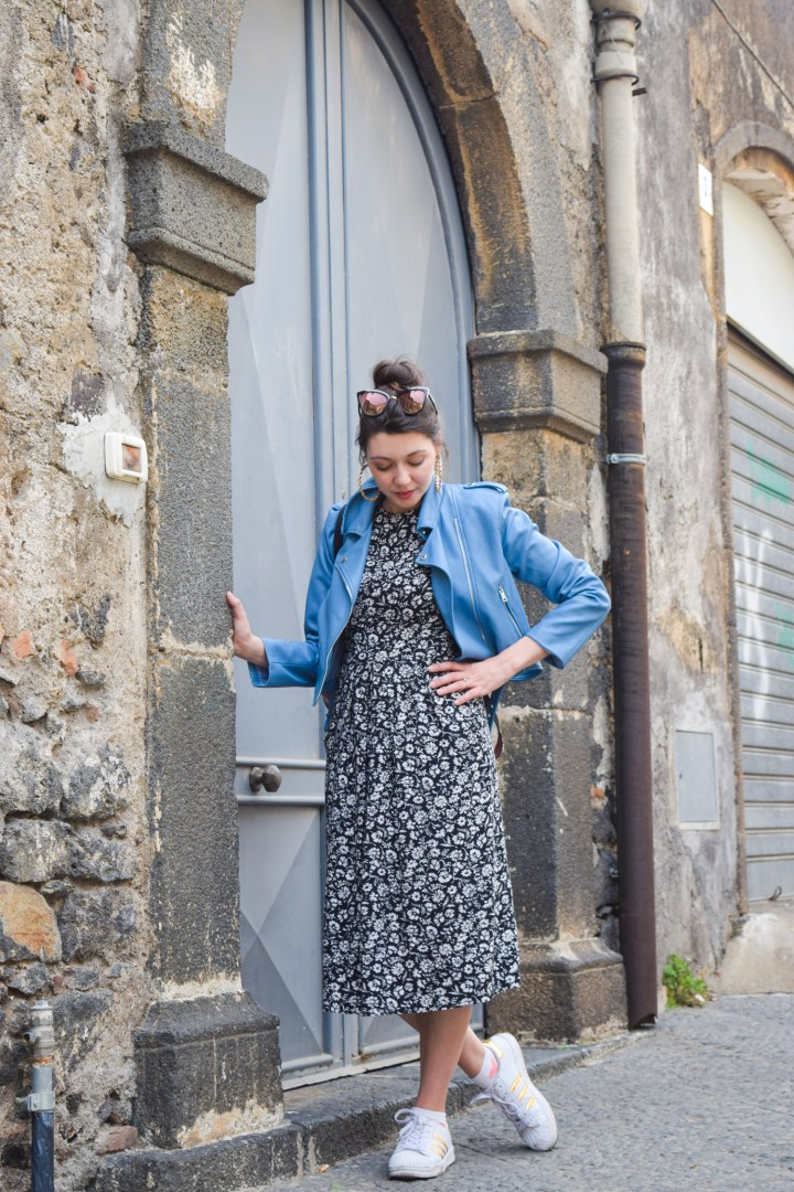 Flower vintage dress with a blue perfecto