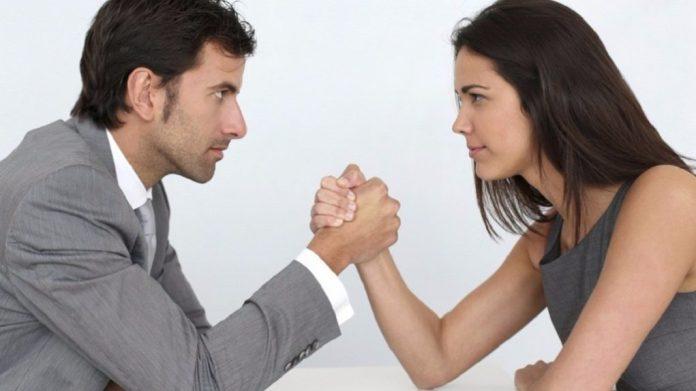 Κομισιόν: 8 συστάσεις για μείωση του μισθολογικού χάσματος των δύο φύλων