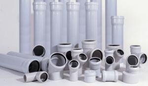 foto: soedinitel`ny`e e`lementy` plastikovy`kh trub dlia kanalizatcii