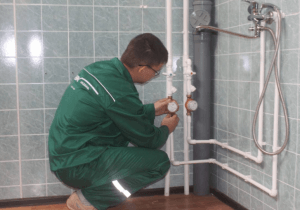 Фото: ремонтные работы в пластиковых водопроводных системах