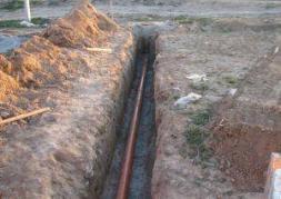 Фото: Прокладка водопровода из полипропиленовых труб в земле
