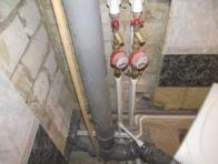 Фото: короб из гипсокартона для труб в туалете