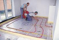 На фото — установка такой обогревательной сети повысит комфортность проживания в доме